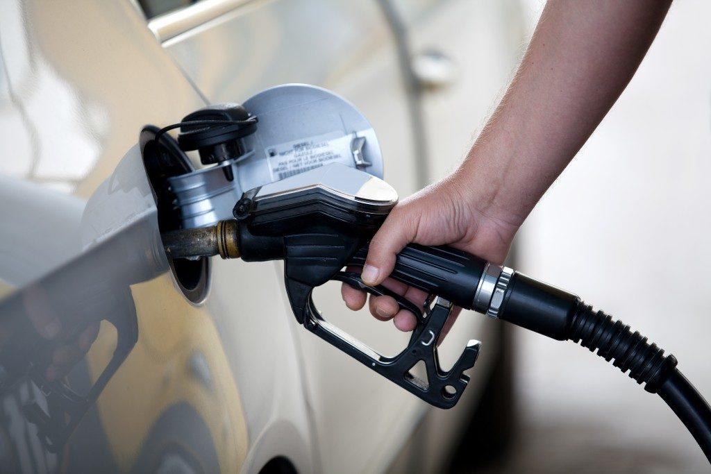 filling up a car